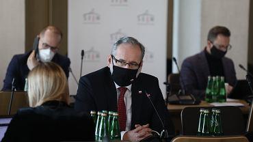 Koronawirus. Minister zdrowia Adam Niedzielski o majówce: Trzeba się liczyć z obostrzeniami