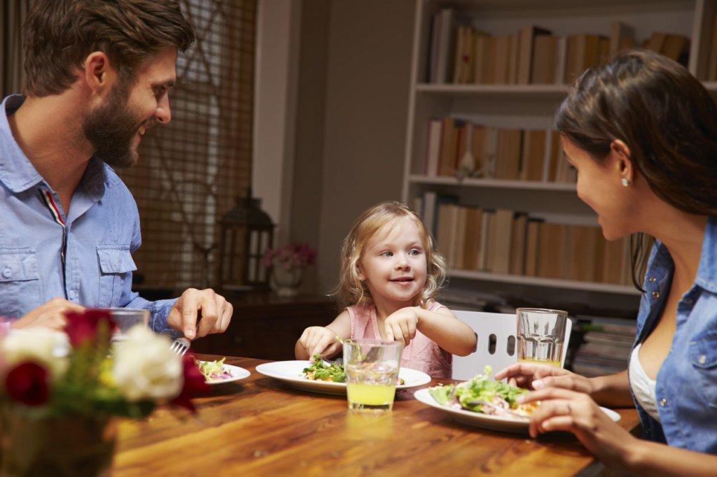 Coraz więcej Polaków decyduje się na testy ustalające ojcostwo (fot. iStockphoto.com)