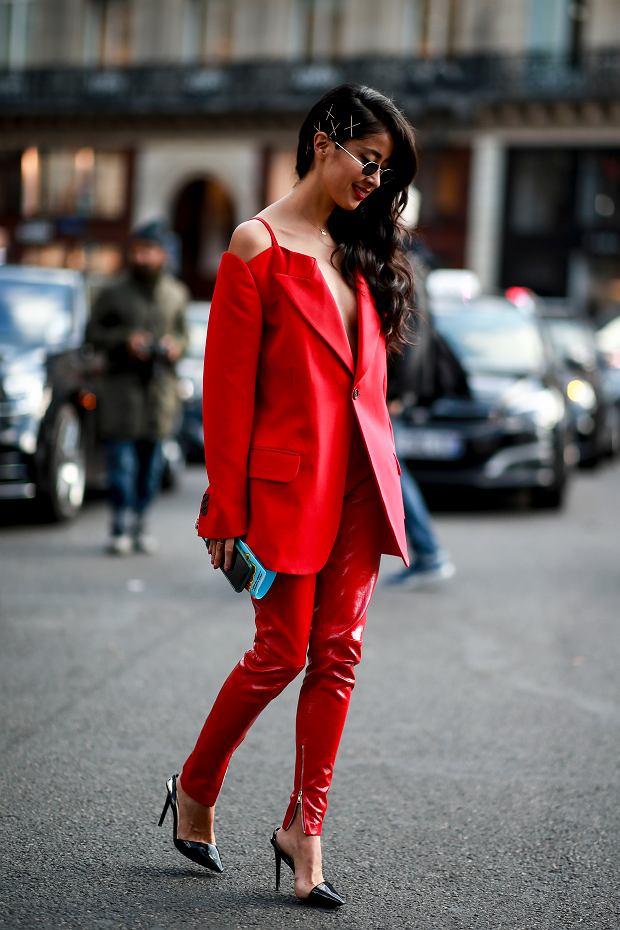 Czerwona marynarka i spodnie stworzą bardzo seksowny komplet