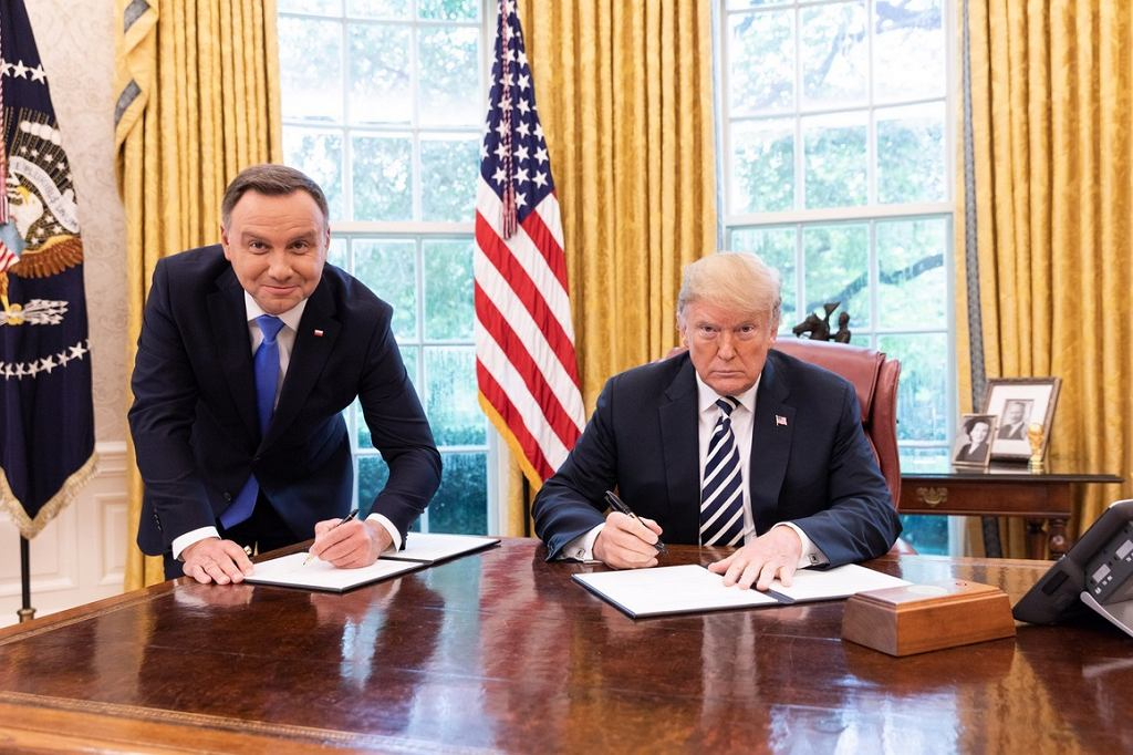 https://bi.im-g.pl/im/81/d4/16/z23938689IH,Andrzej-Duda-i-Donald-Trump.jpg