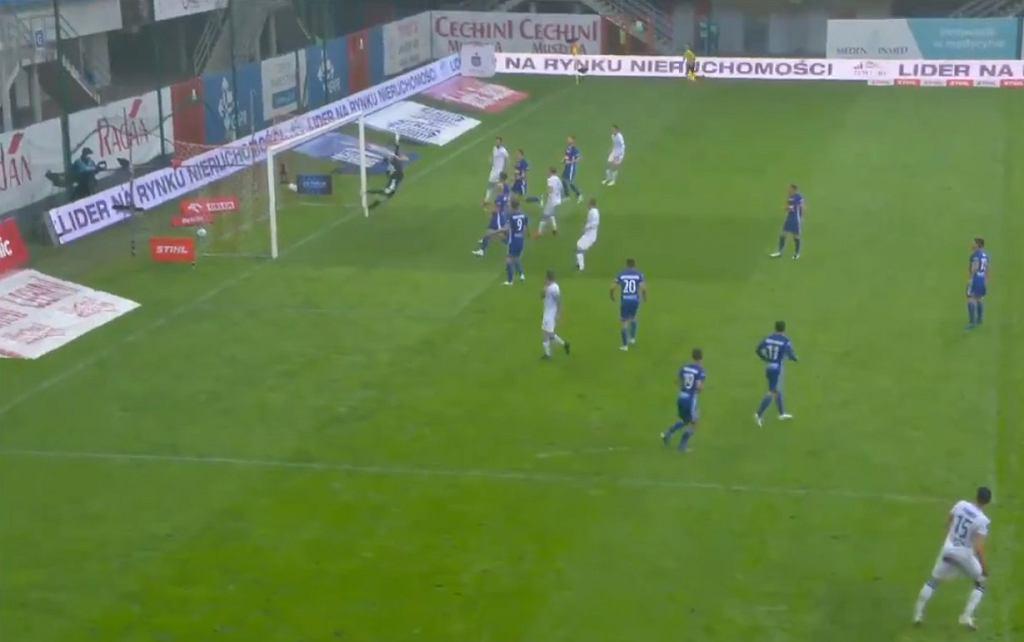 Cudowny gol Jakuba Modera w meczu z Piastem