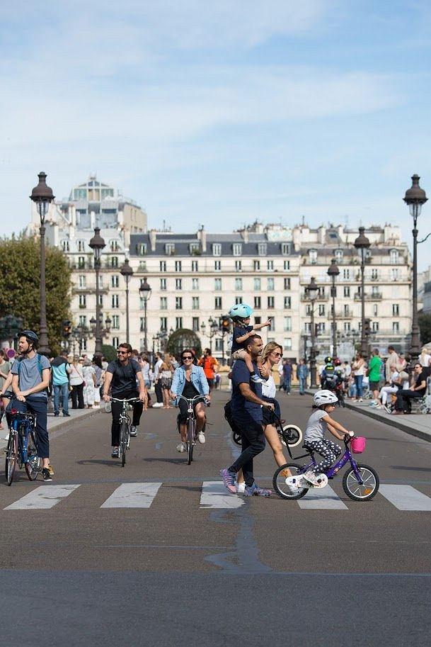 Zdjęcie z oficlanego profilu mera Paryża