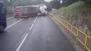 Zderzenie trzech ciężarówek na DK8 na Dolnym Śląsku