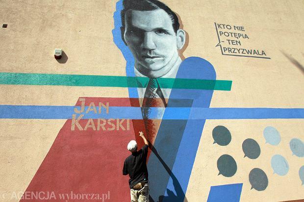 Warszawa, ulica Lubelska, rok 2014. Odsłonięcie muralu Jana Karskiego
