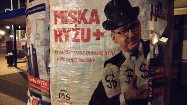 Plakaty z Mateuszem Morawieckim pojawiły się w miastach regionu