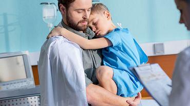 Lekarze apelują, by w żadnym przypadku nie bagatelizować bolesności łydek i trudności w chodzeniu. Trzeba zabrać dziecko na badanie, by wykluczyć inne poważne schorzenie