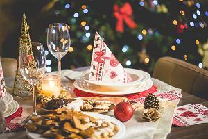 Dekoracja stołu wigilijnego - inspiracje na proste, ale eleganckie aranżacje