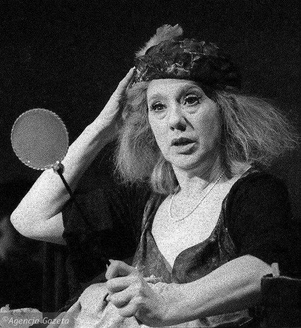 Maja Komorowska w 'Szczęśliwych dniach' Becketta