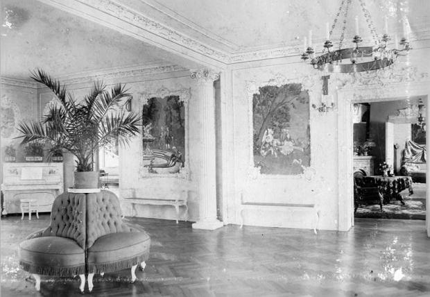 Wnętrza pałacu w Komierowie kiedyś