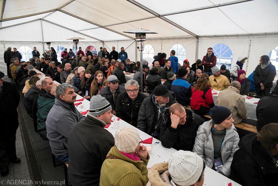 Zdjęcie numer 6 w galerii - Światowy Dzień Ubogich w Katowicach. Przyszło ok. 300 potrzebujących