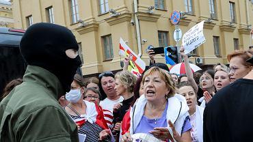 W niedziele na ulicach Mińsku pojawili się osobnicy w cywilnych ubraniach mający w rękach milicyjne pały