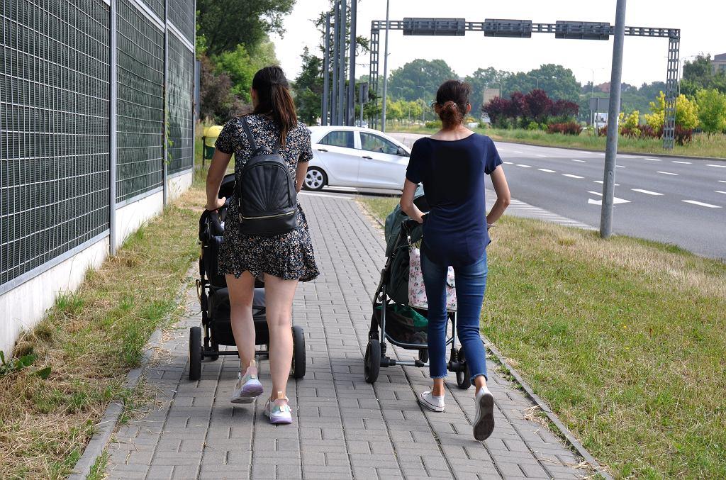 Zasiłek macierzyński 2021. Wstrzymane wypłaty? ZUS nie zapłaci wszystkim kobietom