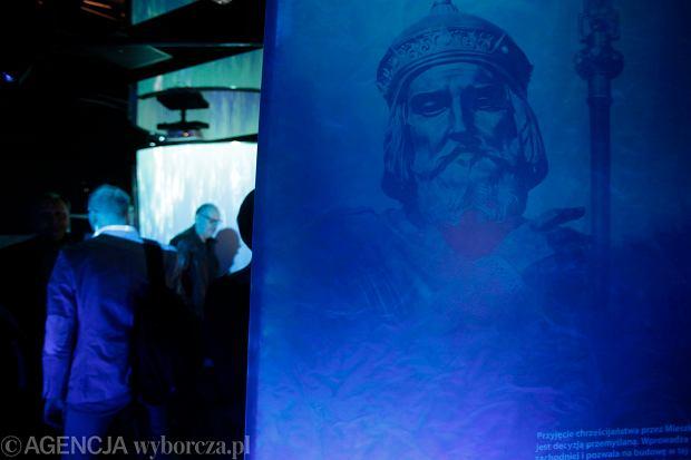 Zdjęcie numer 7 w galerii - 1050. rocznica chrztu Polski. Bez brody, z wąsem, albo z papierosem - różne wizerunki Mieszka I