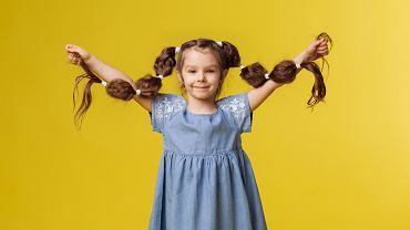 Fryzury dla dziewczynek powinny być przede wszystkim wygodne. Zdjęcie ilustracyjne