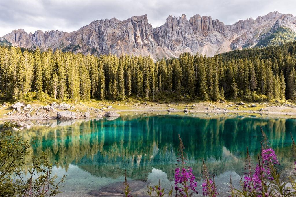 Miejsca w górach na samotne wyprawy. Zdjęcie ilustracyjne
