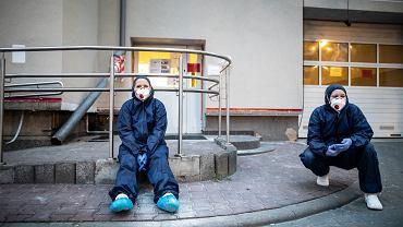 Praca medyków ze Szpitalnego Oddziału Ratunkowego w Lublinie podczas pandemii koronawirusa.