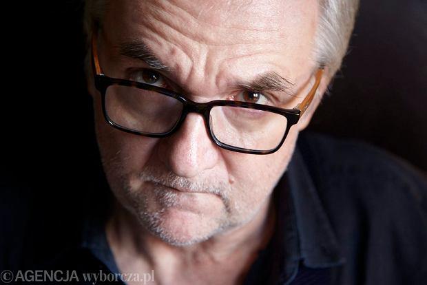 Laureat Nagrody Literackiej 'Nike' za powieść Pod Mocnym Aniołem, autor scenariuszy filmowych i dramatów scenicznych (fot. Michał Mutor / Agencja Gazeta)