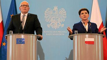 Pierwszy wiceprzewodniczący Komisji Europejskiej Frans Timmermans oraz premier Beata Szydło po  spotkaniu w sprawie konfliktu o Trybunał Konstytucyjny. Kancelaria premiera, 24 maja 2016 r.