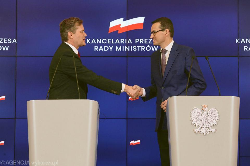 Premier Mateusz Morawiecki i Członek Zarządu Mercedes - Benz Cars Marcus Schafer podczas spotkania,  22.01.2019.
