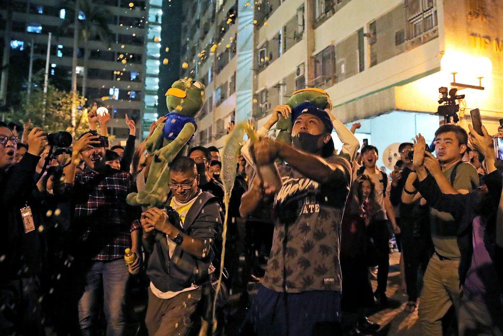 Wybory w Hongkongu. Prodemokratyczna opozycja świętuje zwycięstwo