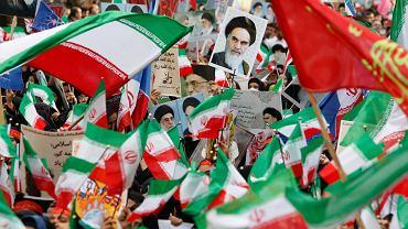 Teheran, Iran, demonstracja poparcia dla Rewolucji.