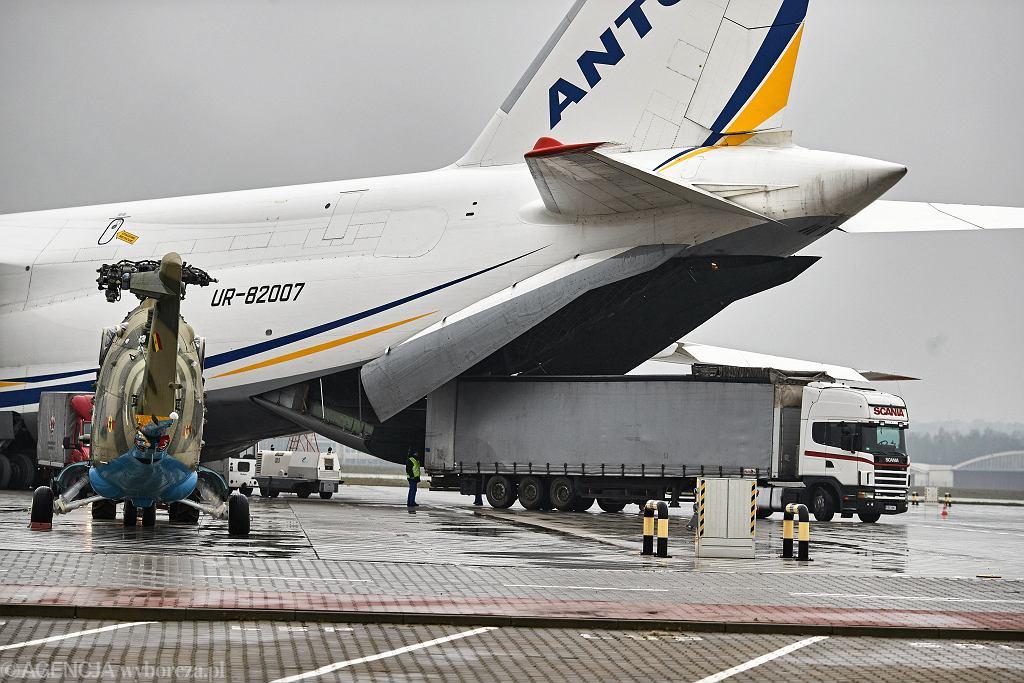 An-124, zdjęcie ilustracyjne