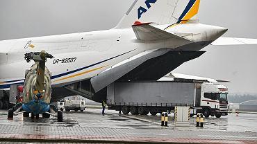 Olbrzymi Antonow An-124 Rusłan lądował w Pyrzowicach. Z Wuhan transportował 116-tonowy ładunek