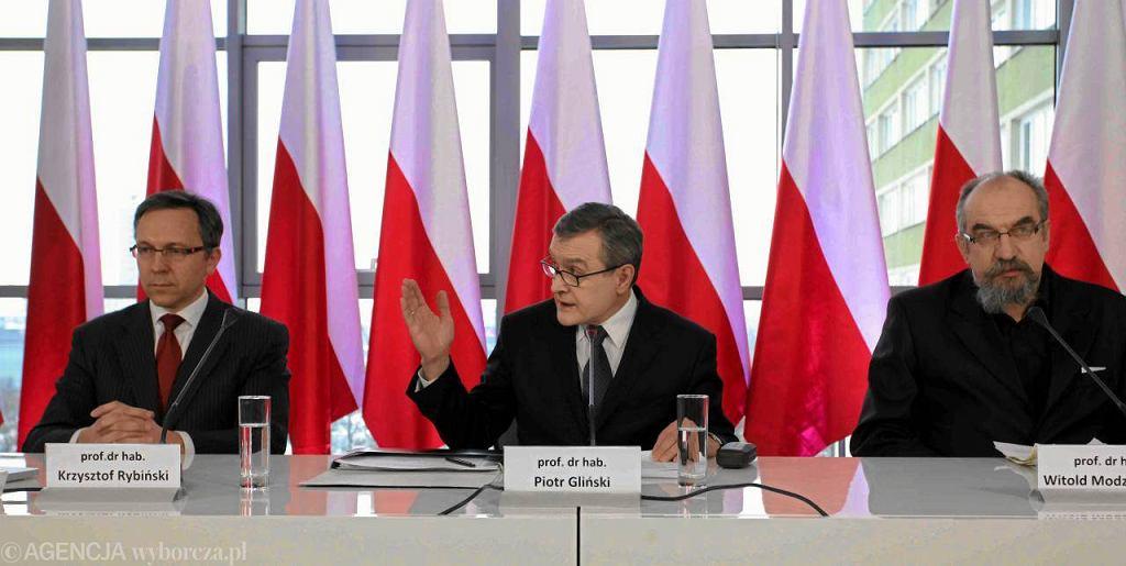 Prof. Krzysztof Rybiński , prof. Piotr Gliński - i prof. Witold Modzelewski na współorganizowanej przez PiS konferencji