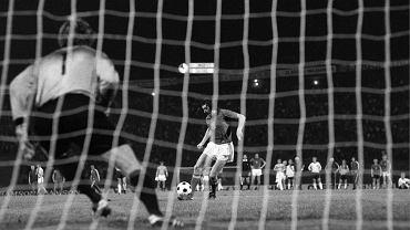 20 czerwca 1976 r. Jeden z najsłynniejszych rzutów karnych w historii piłki nożnej. Ta bramka dała Czechosłowacji mistrzostwo Europy