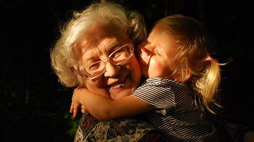Życzenia na Dzień Babci. Piękne rymowanki i wierszyki (zdjęcie ilustracyjne)