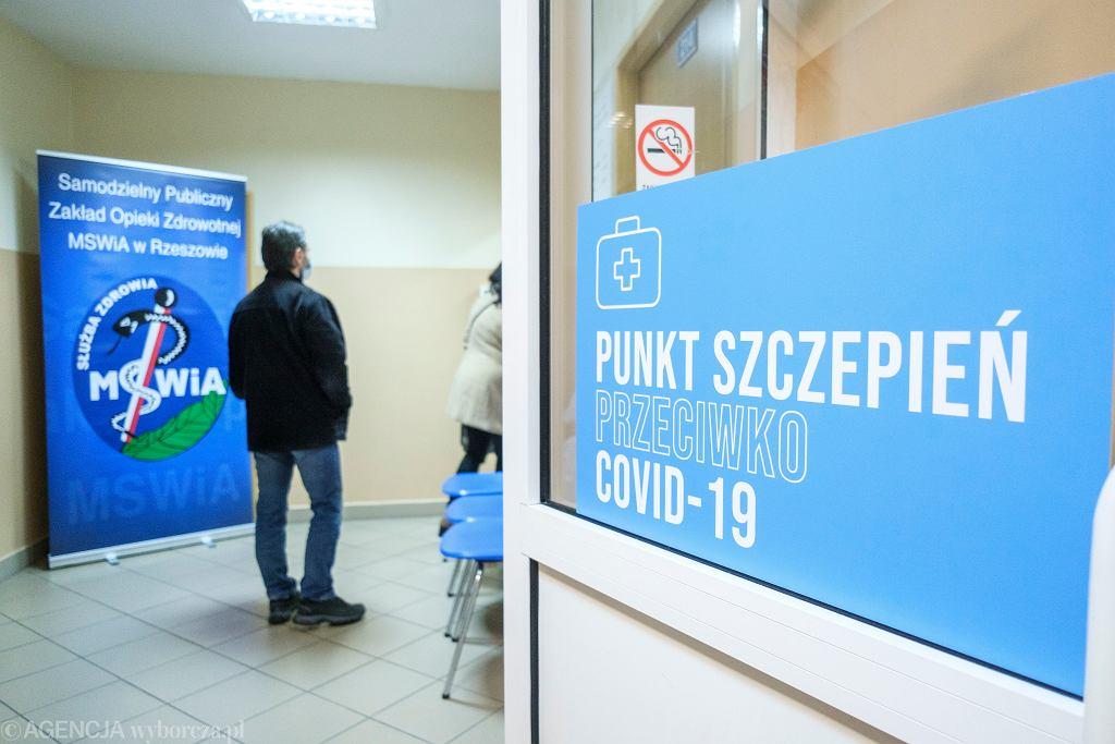 Punkt szczepienia przeciwko COVID-19 w szpitalu MSWiA w Rzeszowie.