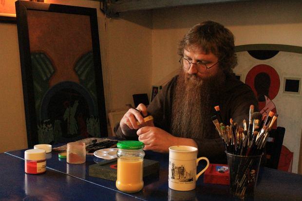 Brat Marcin Świąder OFMCap pisaniem ikon zafascynował się podczas studiów. Od soboty w Muzeum Ikon w Supraślu będzie można oglądać jego wystawę 'Po śladach'