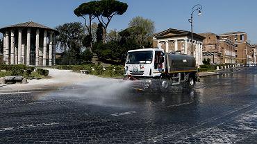 Koronawirus we Włoszech - dezynfekcja ulic.