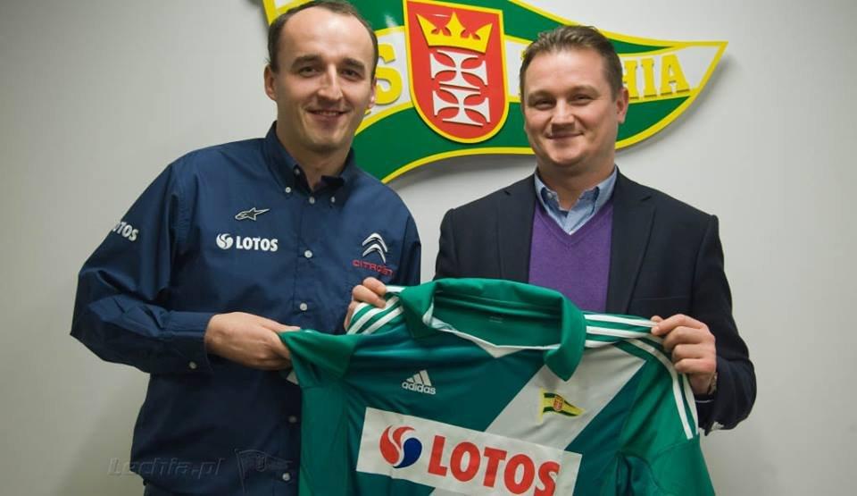 Robert Kubica z koszulką Lechii Gdańsk