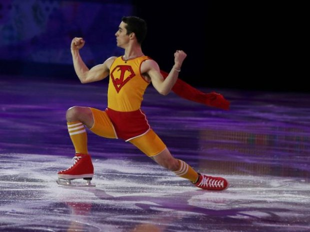 Spain's Javier Fernandez performs during the Figure Skating Gala Exhibition at the Sochi 2014 Winter Olympics, February 22, 2014.     REUTERS/Alexander Demianchuk (RUSSIA  - Tags: SPORT FIGURE SKATING SPORT OLYMPICS TPX IMAGES OF THE DAY)
