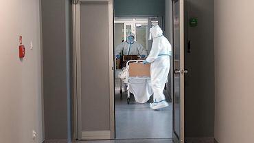 Koronawirus. Wciąż bardzo trudna sytuacja w szpitalach. Zdj. ilustracyjne