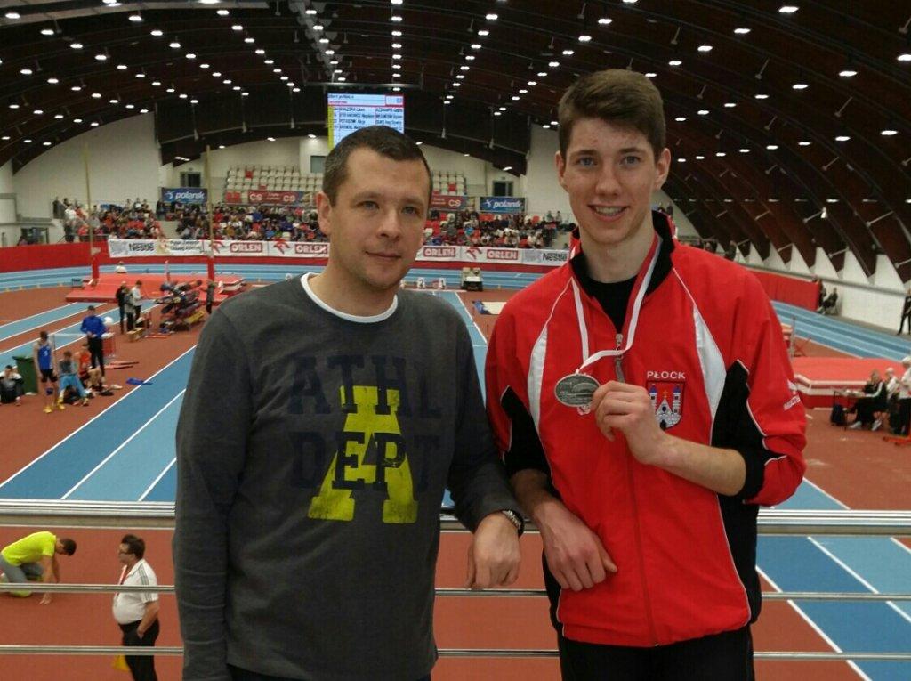 Piotr Różycki (z prawej) z trenerem Piotrem Mieszkowskim