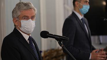 Stanisław Karczewski (PiS)rezygnuje z funkcji wicemarszałka Senatu (po ujawnieniu że - jako zawodowy senator dorabiał w szpitalu, w którym kiedyś pracował, a z którego wziął bezpłatny urlop na czas pełnienia funkcji). Warszawa, 13 maja 2020