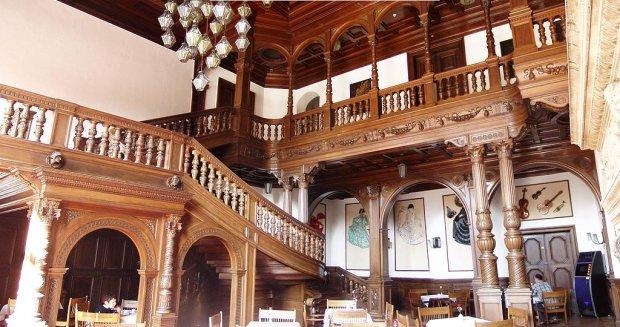 Wnętrze zamku/ Fot. CC BY-SA 3.0/Napoleon.c/ Wikimedia Commons
