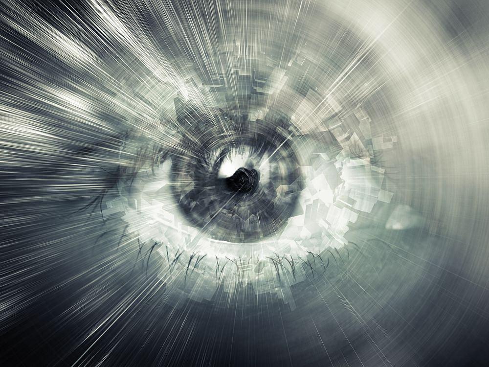 Pajączki, muszki, zygzaki - mroczki przed oczami to częste zjawisko, zazwyczaj niegroźne, ale warto skonsultować się z okulistą