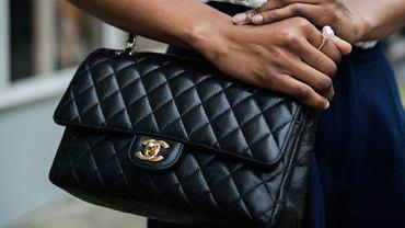Pikowana torebka w stylu Chanel