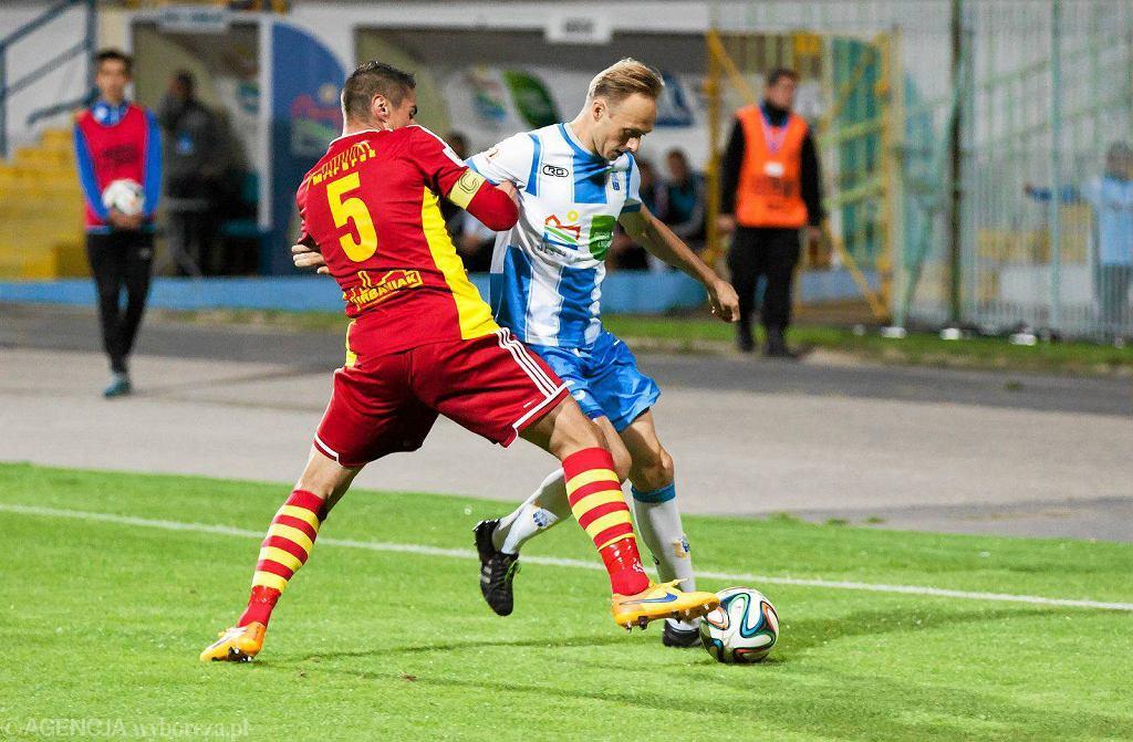 Stomil Olsztyn - Chojniczanka Chojnice 2:0. O piłkę walczy Grzegorz Lech