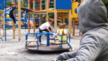 Policjantka apeluje do rodziców o ostrożność. 'Uprowadzenia i zabójstwa dzieci to nie tylko wymysł amerykańskich scenarzystów'