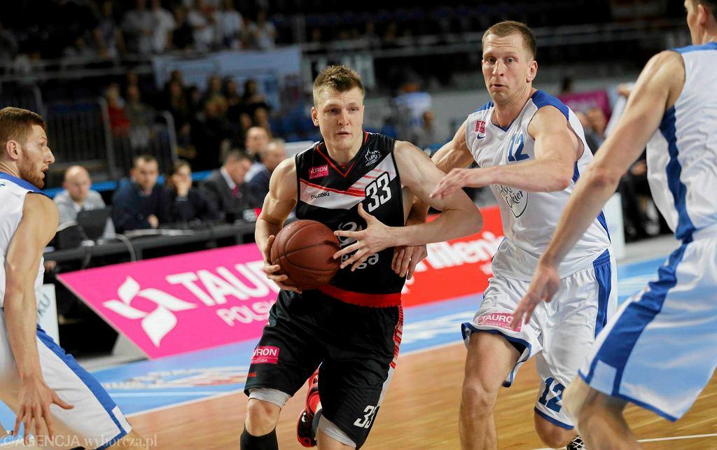 Karol Gruszecki (z piłką)