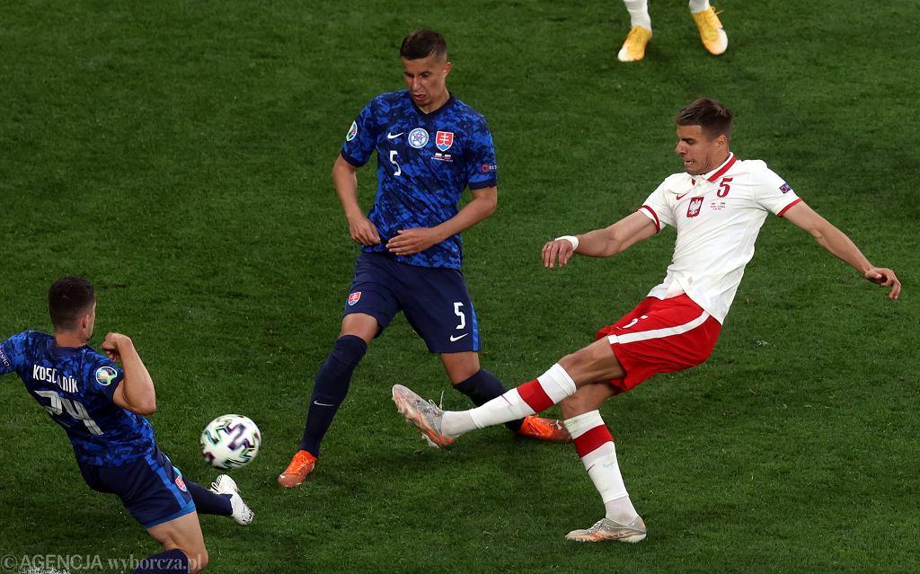 Jan Bednarek podczas meczu Polska - Słowacja na Euro 2020. St. Petersburg, 14 czerwca 2021