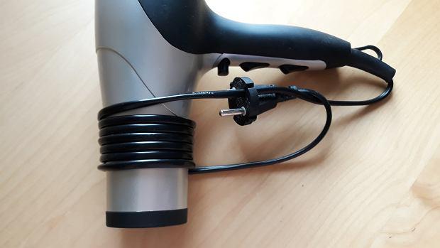 Otworki we wtyczkach można wykorzystać do porządkowania kabla