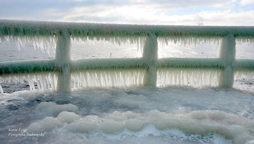 Władysławowo skute lodem po lutowym sztormie