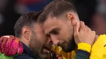 Sirigu i Donnarumma przed rzutami karnymi w meczu Hiszpania - Włochy