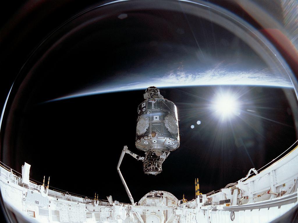 6 grudnia 1998 r. - łącznie rosyjskiego modułu Zaria z amerykańskim komponentem Unity