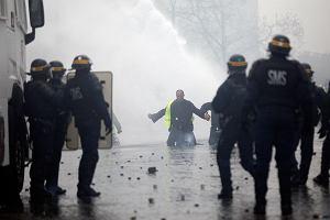 Nieoficjalnie: Koniec wielkich zamieszek we Francji? Rząd zrezygnuje z nowego podatku